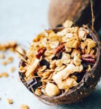 Kokosinė granola su šokoladu