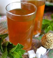 Žalioji arbata su mėtomis