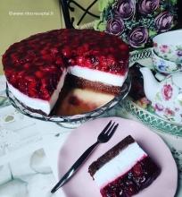 Vyšnių tortas su kokosų pienu ir maskarpone