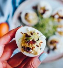 Ožkų sūriu įdaryti kiaušiniai