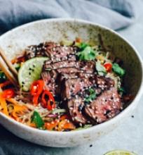 Azijietiškos salotos su jautiena