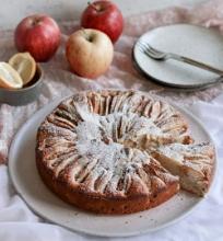 Obuolių pyragas su graikišku jogurtu