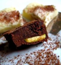 Saldi pasaka: juodojo ir baltojo šokolado saldainiai (fudge)