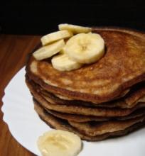Bananiniai blynai su cinamonu