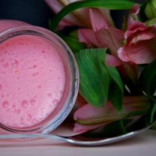 Rožiniai braškių putėsiai