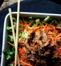 Rytietiškos salotos su karšta vištiena