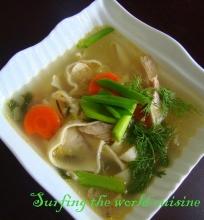Vištienos sriuba su kopūstais ir makaronais