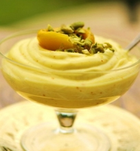 Šafraninis sutirštinto jogurto desertas