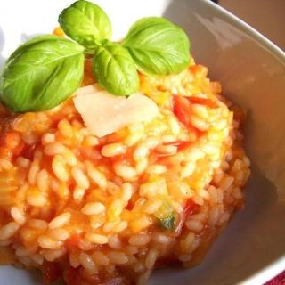 Daugiaryžiai su pomidorais