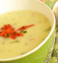 Trinta bulvių sriuba su keptomis paprikomis
