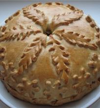 Kurnik – blynų pyragas su trimis įdarais