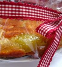 Pyragas su karamelizuotomis kriaušėmis