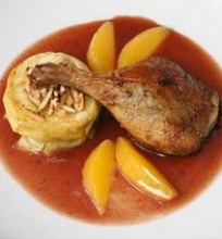 Anties kulšelė su raudonojo vyno ir apelsinų padažu bei keptais obuoliais
