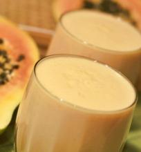 Jogurto ir papajos gėrimas