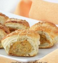 Sluoksniuotos tešlos pyragėliai su vištiena
