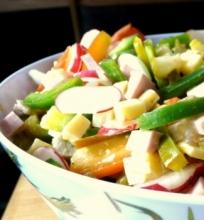 Daržovių ir mėsos salotos