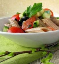 Speltos makaronų salotos