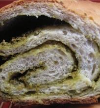 Duona su pesto