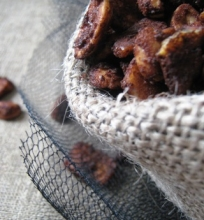 Kavos Kakvoje Kepinti Riešutai ir Bananų Traškučiai