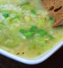 Pupų, svogūnėlių ir ryžių sriuba