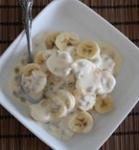 Bananų ir pasifloros vaisių desertas