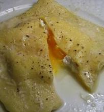 Ravioli įdarytas rikota ir kiaušiniu
