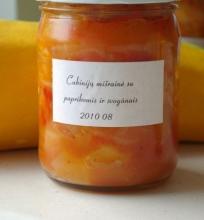 Cukinijų, paprikų ir svogūnų mišrainė