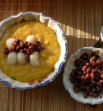 Egzotiškas desertas – ryžių kukuliai su mango padažu
