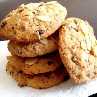 Avižinių dribsnių ir migdolų sausainiai su šokoladu
