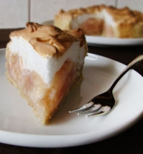 Obuolių pyragas su morengo plutele