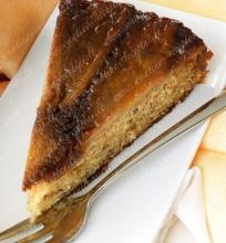 Apverstas karamelinis bananų pyragas