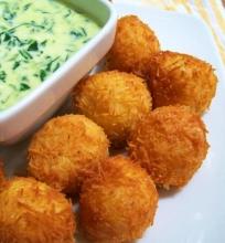 Bulvių kroketėlės su padažu