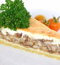 Trapios tešlos pyragas su grybais ir sūriu