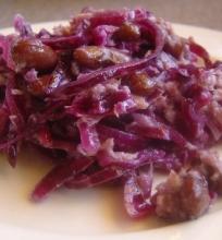 Raudongūžių kopūstų salotos