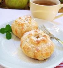 Saldūs sluoksniuotos tešlos pyragėliai