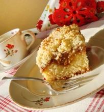 Pyragas su karameliniu obuolių sluoksniu