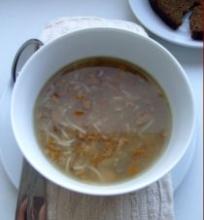 Voveraičių sriuba su imbieru ir smulkiais makaronais