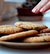Sausainiai su šokolado gabaliukais.