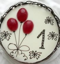Šokoladinis aksominis tortas su migdolų krokantu