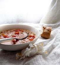 Tiršta daržovių sriuba su pupelėmis ir perlinėmis kruopomis