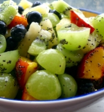 Laimo ir medaus skonio vaisių salotos