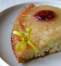 Apverstas pyragas su ananasais ir karamele
