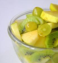 Žalios vaisių salotos
