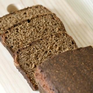 Ruginė duona su medumi