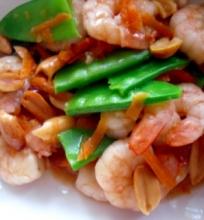 Sichuan stiliaus krevetės su žemės riešutais