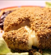 Camembert'as su lazdyno riešutų plutele
