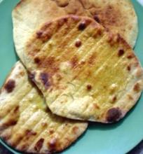 Grilyje kepta indiška duona Naan