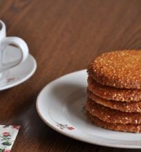 Marokietiški sviestiniai sausainiai su sezamo sėklomis