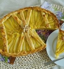 Pyragas su kriaušėmis ir migdolais