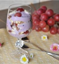 Sluoksniuotas vaisių ir jogurto užkandis